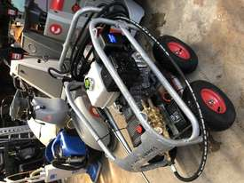 Ex demo Petrol Pressure Washer 4000 PSI 15 HP Honda GX390 Engine Pro Scud - picture4' - Click to enlarge
