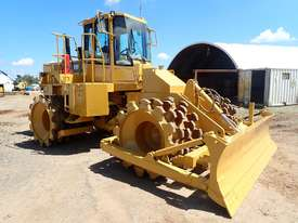 Caterpillar 815F Compactor - picture4' - Click to enlarge