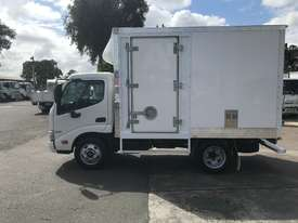 Hino 616 - 300 Series Pantech Truck - picture3' - Click to enlarge