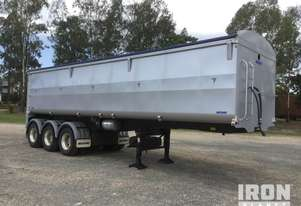 2017 Moore 9.4 M Tri/A Tipping Trailer