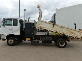 2006 NISSAN UD MK240 Tipper   - picture1' - Click to enlarge