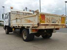 2006 NISSAN UD MK240 Tipper   - picture2' - Click to enlarge