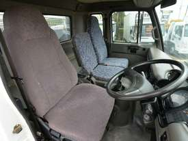 2006 NISSAN UD MK240 Tipper   - picture12' - Click to enlarge