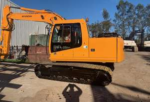 Hyundai R140-7 in excellent condition, with 4300 hours, tilt GP and trench buckets. Ring Shane 04126