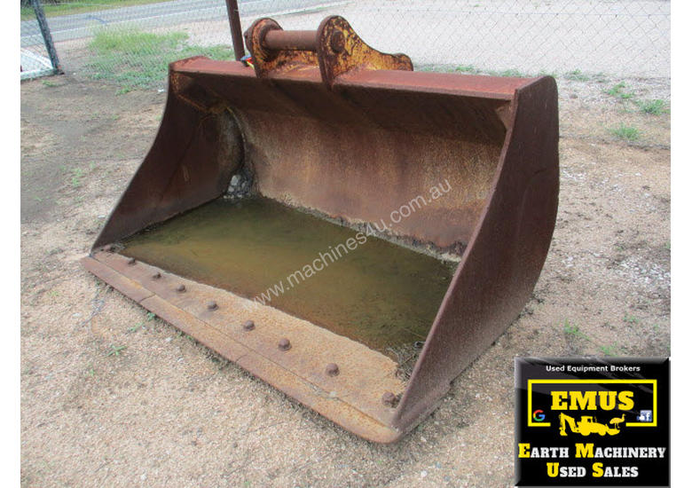 2mtr Mud Bucket to suit around 22 tunner. E.M.U.S. AS195