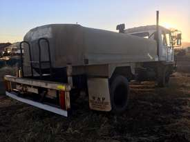 MITSUBISHI water truck - picture2' - Click to enlarge
