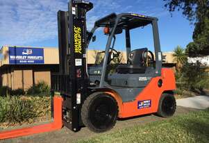 Late Model 32-8FG25 Toyota Forklifts - Available For Hire