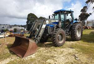 NEW HOLLAND TD95D TRACTOR WITH FRONT END LOADER