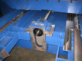 Acra Seiki Double Column Bridge Machining Centres - picture3' - Click to enlarge