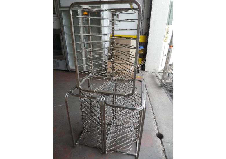 Second hand pizza tray stand, plate stand, dish st