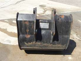 Caterpillar 800mm Bucket-GP Attachments - picture3' - Click to enlarge