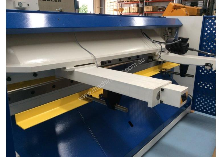CMT HYDRAULIC GUILLOTINE | 6MM CAP | 3100MM LENGTH | PROGRAMMABLE BACK GAUGE