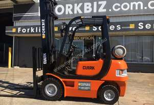 CLARK 2.0T SMALL WHEEL BASE USED FORKLIFT
