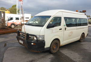 2005 Toyota Hiace 200 Series 12 Seater Commuter Bus - In Auction
