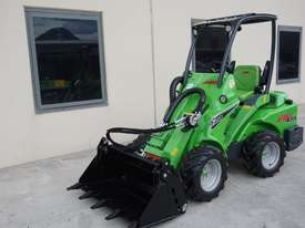 Avant 423 Articulated Loader W/ 4 in 1 Bucket - picture5' - Click to enlarge