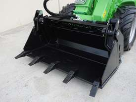 Avant 423 Articulated Loader W/ 4 in 1 Bucket - picture6' - Click to enlarge
