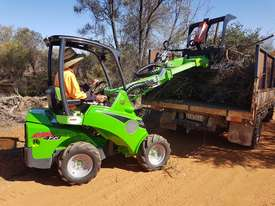 Avant 423 Articulated Loader W/ 4 in 1 Bucket - picture18' - Click to enlarge