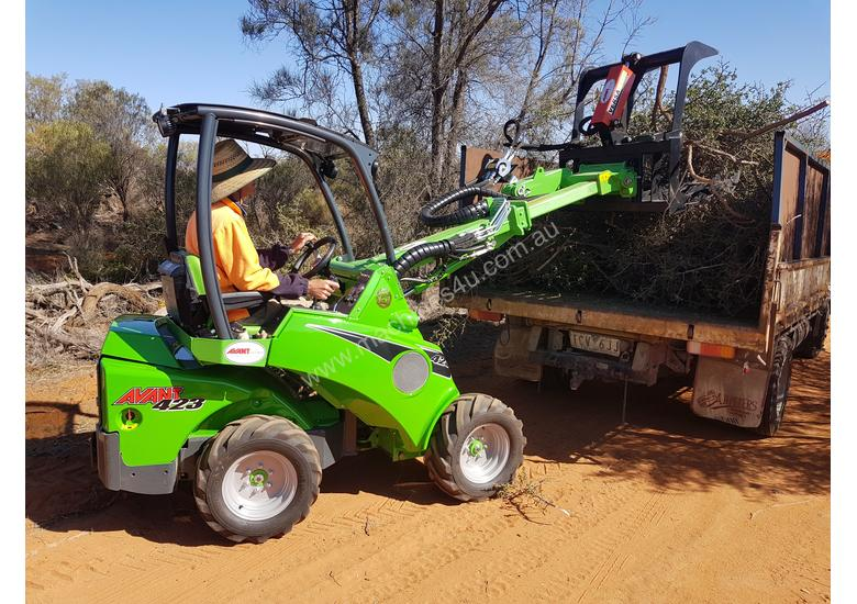 Avant 423 Articulated Loader W/ 4 in 1 Bucket