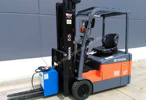 TOYOTA Economy Class 3 Wheel Battery Electric Counterbalance Container Forklift.