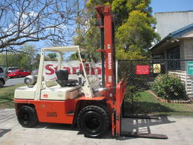 Nissan 4 ton LPG Dual wheels Used Forklift - picture0' - Click to enlarge