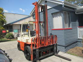 Nissan 4 ton LPG Dual wheels Used Forklift - picture1' - Click to enlarge