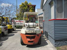 Nissan 4 ton LPG Dual wheels Used Forklift - picture4' - Click to enlarge