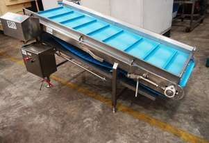 Incline Cleated Belt Conveyor, 1900mm L x 600mm W x 950mm H