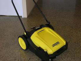 Karcher KM70/20 very high quality hand sweepers - picture2' - Click to enlarge