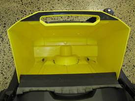 Karcher KM70/20 very high quality hand sweepers - picture6' - Click to enlarge
