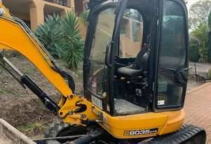JCB 8035 Excavator with air con cab, 3 buckets 2600 hours with 6 Ton Hino Truck ring