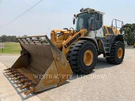 LIEBHERR L566 Wheel Loaders integrated Toolcarriers - picture0' - Click to enlarge