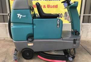 Tennant T7 Compact Ride On Floor Scrubber ONLY 327hrs