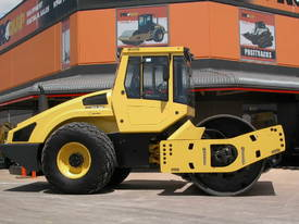BOMAG BW213DH-4 VIBRATING SMOOTH ROLLER - picture0' - Click to enlarge