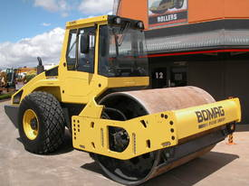 BOMAG BW213DH-4 VIBRATING SMOOTH ROLLER - picture1' - Click to enlarge