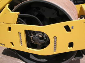BOMAG BW213DH-4 VIBRATING SMOOTH ROLLER - picture3' - Click to enlarge