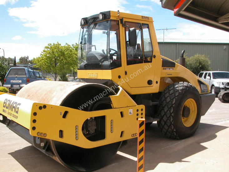 BOMAG BW213DH-4 VIBRATING SMOOTH ROLLER