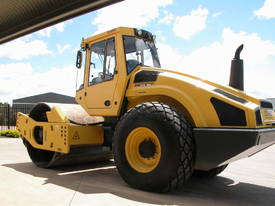 BOMAG BW213DH-4 VIBRATING SMOOTH ROLLER - picture5' - Click to enlarge