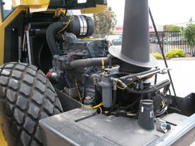 BOMAG BW213DH-4 VIBRATING SMOOTH ROLLER - picture8' - Click to enlarge
