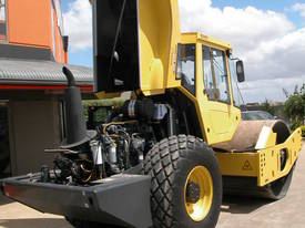 BOMAG BW213DH-4 VIBRATING SMOOTH ROLLER - picture10' - Click to enlarge