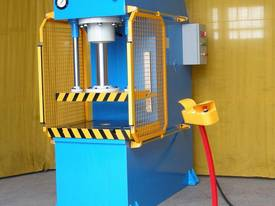 HEAVY DUTY INDUSTRIAL OPEN FRONT PRESS 80T~200TON - picture0' - Click to enlarge