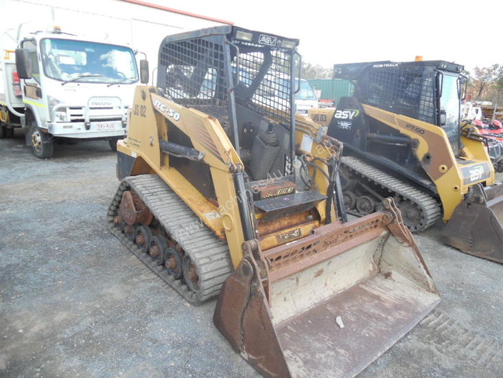 RC50 , 2005 , 900 hrs , open cab ,