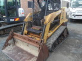 RC50 , 2005 , 900 hrs , open cab ,  - picture2' - Click to enlarge