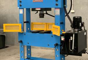 110Ton Fixed & Sliding Head Industrial Shop Press - 900mm Frame Width