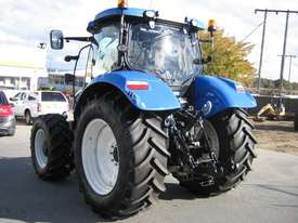 New Holland  FWA/4WD Tractor - picture1' - Click to enlarge