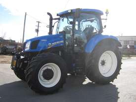 New Holland  FWA/4WD Tractor - picture4' - Click to enlarge