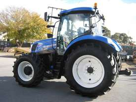 New Holland  FWA/4WD Tractor - picture5' - Click to enlarge