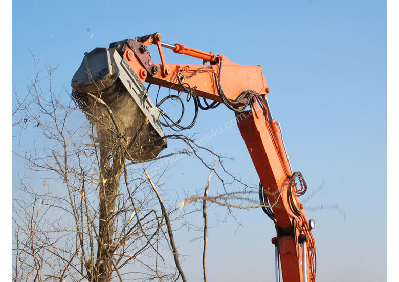 Mulcher with fixed teeth rotor for excavators having a weight between 18 and 25 t.