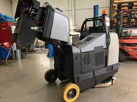 Used Fiorentini I115 Sweeper/ scrubber - picture2' - Click to enlarge
