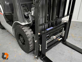 Nissan P1F1A18DU 1.8 Tonne 4300mm Lift Height 3 Stage Container Mast Sideshift Forklift - picture4' - Click to enlarge