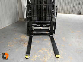 Nissan P1F1A18DU 1.8 Tonne 4300mm Lift Height 3 Stage Container Mast Sideshift Forklift - picture12' - Click to enlarge